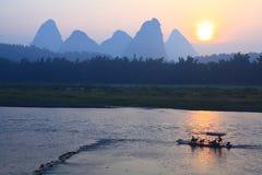 Lever de soleil sur le fleuve de Li Photos stock