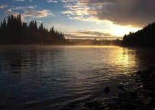 Lever de soleil sur le fleuve de Mana Photo libre de droits