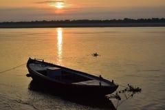 Lever de soleil sur le Gange image stock