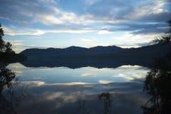 Lever de soleil sur le lac photographie stock libre de droits