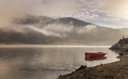 Lever de soleil sur le lac image libre de droits