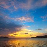 Lever de soleil sur le lac photo stock