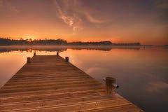 lever de soleil sur le lac photographie stock