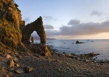 Lever de soleil sur le promontoire Velikan, île Sakhaline Image stock