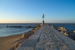 Lever de soleil sur le vieux phare Image stock
