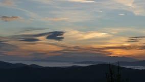 Lever de soleil sur les montagnes de Tatra Un panorama éloigné de montagne photos stock
