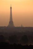 Lever de soleil sur Paris Image stock