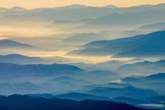 Lever de soleil sur Ridge Mountains bleu en parc national de montagne fumeuse photographie stock libre de droits