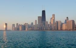Lever de soleil sur un horizon brumeux Photographie stock libre de droits