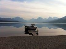 lever de soleil sur un lac de montagne images libres de droits