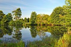 Lever de soleil sur un lac - réflexions Photographie stock libre de droits