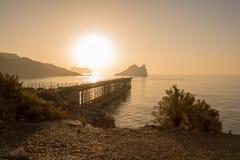 Lever de soleil sur une plage à Aguilas, Murcie Photo stock
