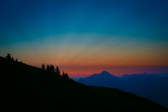 Lever de soleil surréaliste et coloré en Autriche Photos stock