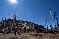 Lever de soleil de témoignage à 4000 mètres au plus passe-haut du Bhutan, La de Chele photographie stock