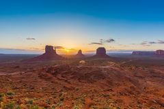 Lever de soleil de vallée de monument Photo stock