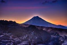 Lever de soleil volcanique photo stock