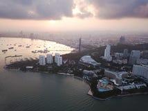Lever de soleil de vue aérienne à la plage de Pattaya en Thaïlande Photos libres de droits