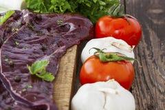Lever met kruiden en groenten Stock Foto