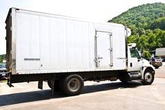 leverans kyld lastbil Royaltyfri Foto
