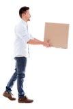 Leveransman som bär en ask Arkivfoton
