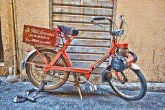 Leveranssparkcykel för bistroer, Vieux Nice, Frankrike Royaltyfri Foto
