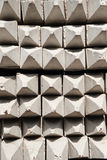 Leverantörer gör mellanslag för lagringen av färdiga konkreta pilings Arkivbild