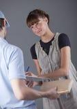 leverera packen Fotografering för Bildbyråer