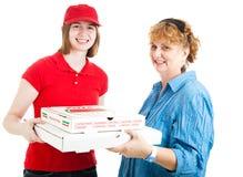 levererad ny varm pizza Royaltyfri Fotografi