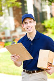 Levering: Leveringsmens om Pakket af te zetten Stock Afbeelding