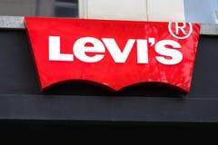 Levis undertecknar in antwerp Belgien arkivbilder