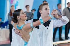 Levkovich Aleksander和Bugakova Evelina执行青年时期2标准节目 免版税库存照片
