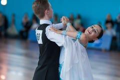 Levkovich Aleksander и Bugakova Evelina выполняют программу стандарта Youth-2 стоковые фотографии rf