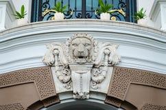 Lew głowa, szczegół antykwarska rzeźba od Uroczystego pałac, Tajlandia Zdjęcia Royalty Free