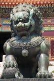 lew pozłocista statua obrazy stock