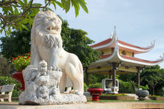 Lew rzeźba przy wejściem panteon Ho Chi Minh Wietnam, Vung Tau Obrazy Stock