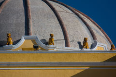 Lew rzeźbi na kopule Iglesia De Los angeles Merced Antigua Zdjęcia Royalty Free
