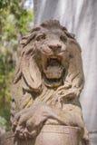 Lew statua Na ogród ścianie Zdjęcie Royalty Free
