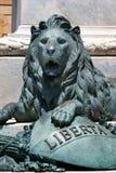 Lew statua pod Giuseppe Garibaldi marmurową statuą w Trapani, Sicily, Włochy Zdjęcia Royalty Free