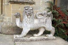 Lew statua przy Croft kasztelem w Yarpole, Leominster, Herefordshire, Anglia fotografia stock