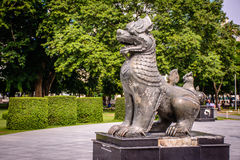 Lew statua w parku Obrazy Stock