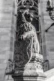 Lew statua z żakietem ręki osłona Biała fotografia Zdjęcia Royalty Free