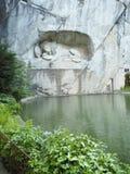Lew zabytek w lucernie, Szwajcaria inskrypcja upamiętniać dla odważnych żołnierzy zdjęcia royalty free