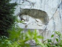 Lew zabytek w lucernie, Szwajcaria inskrypcja upamiętniać dla odważnych żołnierzy obrazy stock