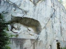 Lew zabytek w lucernie, Szwajcaria inskrypcja upamiętniać dla odważnych żołnierzy zdjęcie stock
