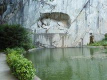 Lew zabytek w lucernie, Szwajcaria inskrypcja upamiętniać dla odważnych żołnierzy fotografia stock