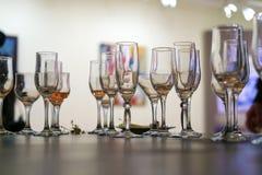 Lewi nadmiar shampagne w szkłach obraz royalty free
