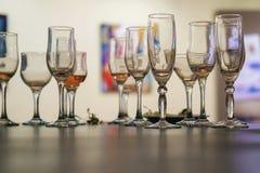 Lewi nadmiar shampagne w szkłach zdjęcie stock