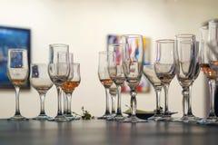 Lewi nadmiar shampagne w szkłach fotografia royalty free