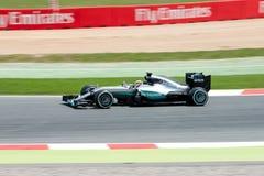 Lewis Hamilton conduit la voiture d'équipe de Mercedes AMG Petronas F1 sur la voie pour le Formule 1 espagnol Grand prix chez Cir Image libre de droits
