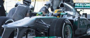 Lewis Hamilton - programa piloto de Merecedes F1 y personas de Pitstop Imagen de archivo libre de regalías